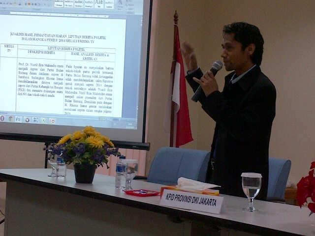 Presentasi Koordinator Riset Kerjasama  KPID DKI Jakarta dengan Communication Department Binus University